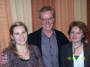 Vorsitzender Herman Peters mit Ivonne Pohl und Emma Laitenberger