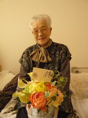 ご家族からも綺麗なお花が届き、笑顔溢れる利用者様。