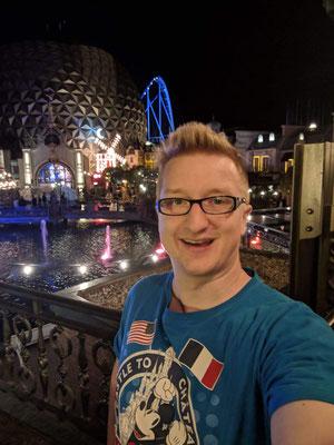 Der EuroSat CanCan Coaster in der Nacht