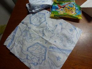 Pokemon-Taschentuch, gibt es nur in Japan, genauso wie Pokemon-Curry und anderes....