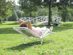 Relaxen und die Seele baumeln lassen im Kurgarten von Bad Bocklet.