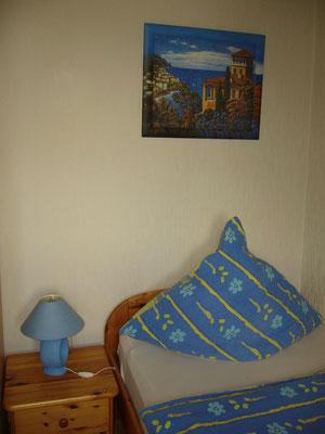 Schlafzimmer Nr.2 mit zwei Einzelbetten und tollen Blick ins Saaletal.