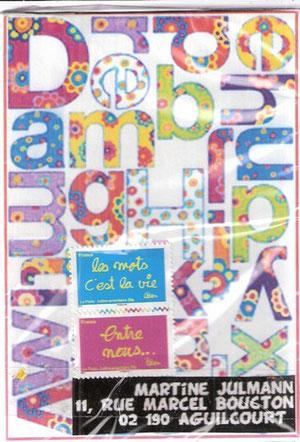 """boîte abécédaire, contenant les 26 lettres en écriture """"Arial"""" corps 60 avec les quatre couleurs primaire se répétant..."""