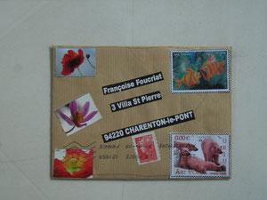 collages de fleurs et timbres d'artiste