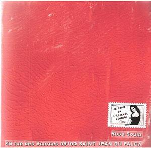 peinture rouge écrasée sur papier blanc brillant