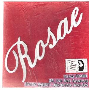 mot blanc découpé sur papier de soie rouge collé sur carton blanc