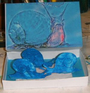 Pour Clotilde Bertani, suite à une carte où des escargots bleus couraient sur une façade d'Antibes...