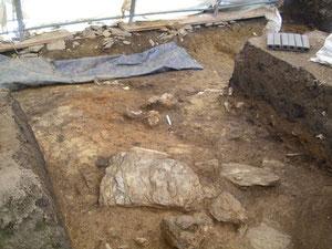 In der Mitte des Geländes sind die Umrisse des eisenzeitlichen Ofens aus der La-Téne-Zeit zu erkennen