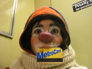 Avoir les dents en avant, ça peut aider parfois! Surtout quant dans le métro, les mains servent à se tenir.
