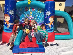 Football Bouncer für die Kids zwischen 3 und 8 Jahren
