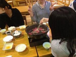 お肉を焼きます