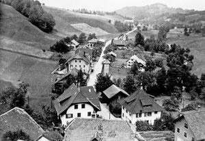 Luthern Dorf, Sicht vom Kirchturm in Richtung Hofstatt, Foto Ferdy Zettel  (LD 17)