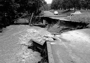 Luthern, Käserei Grünenboden Blick Richtung Hofstatt, Überschwemmung 24. Juli 1972, Strassenschaden  (UW 3)