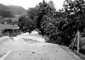 Luthern, Käserei Grünenboden Blick Richtung Härlihus, Überschwemmung 24. Juli 1972, Strassenschaden  (UW 2)