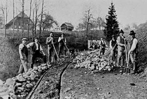Hofstatt, Bau Flühlenstrasse mit Rollwagen, Hintergrund Hinter Flühlen, ehemals Post Flühlen  (FS 1)