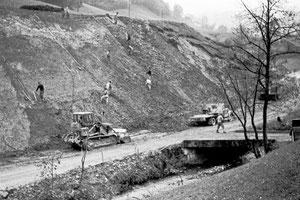 Luthern Bad, Ausbau Hauptstrasse, Strassenbord zwischen Krutzi und Luthern Bad wird abgetragen  (LBS 9)