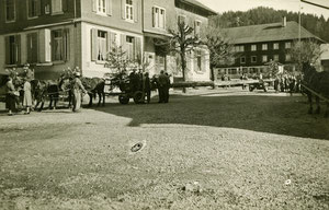 Luthern Bad, Vorbereitung für Tannenschleipfete vor Hirschen, um 1950  (Hi 7)