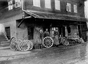 Luthern Dorf, Schmiede Alois Christen-Thalmann, verkauft an Josef Achermann (heute Rolf Achermann), um 1920  (HW 1)