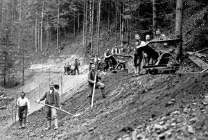 Luthern, Werniseggstrasse, Erdverschiebungen mit Rollwagen zwischen Gernet und Unter Wernisegg, Foto Ferdy Zettel, Bauunternehmung  (WS 1)