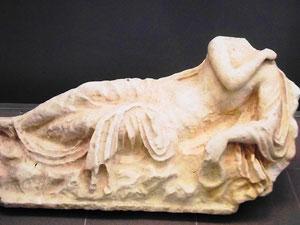 Statue einer Nymphe aus einem Garten der römischen Stadt