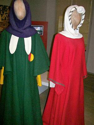 Jüdische Kleidung mit Abzeichen (Jüd. Museum)