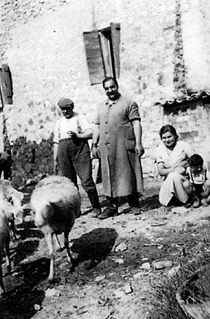 La famille Hirsch dans sa ferme à Arpavon