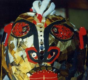 'die macht' - gipskopf+  hände für die uraufführung der gruppe 'mad puppet' im waltherhaus bozen  ... die figur wurde 2 m hoch