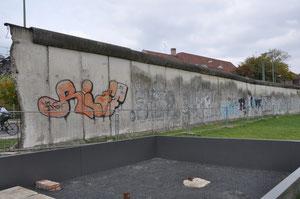 ベルリンの壁(まだ一部モニュメントとして残されています)