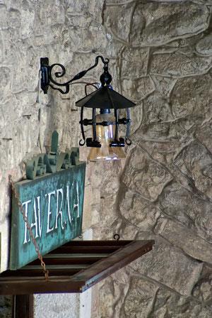 Eingang zur Taverne in Motovun