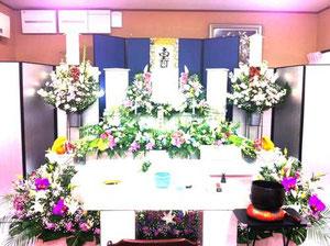 家族葬式場での花祭壇