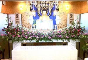 寺院式場にて花祭壇
