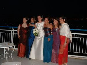 La novia preciosa en la Terraza más espectacular de Palma con las amigas