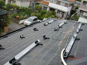 太陽光工事架台取付中