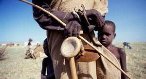 Famiglia Turkana durante una migrazione