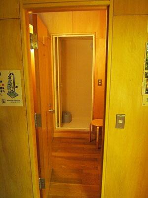 シャワー。男女4室ずつ。とても綺麗