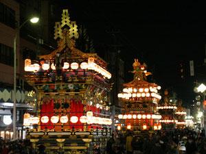 春の高山祭「山王祭」(さんのうまつり)