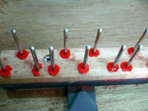 鍵盤の支点となるバランスパンチングが、虫に食べられているので交換が必要です。