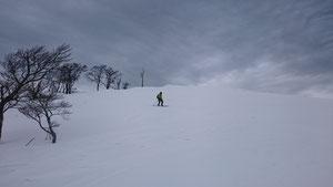 東山頂上から滑る