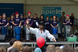 Die Samba-Band der Schule wurde ausgestattet.