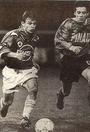 A Rennes . Laurent Castro à la lutte avec Pierre-Yves André .. (Photo F F)