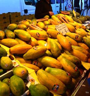 Auf dem Fischmarkt: Das sind aber Papayas:)