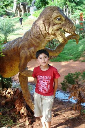 In einem Dinopark in der Nähe von Korat (Zoo inbegriffen)