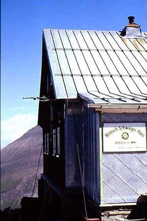 Schutzhütten - oftmals die letzte Rettung für Bergwanderer und -steiger (und wenn es nur die wohl verdiente Maß Bier ist)