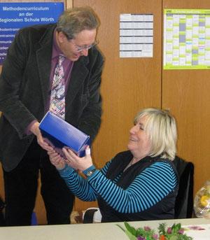Frau Blessinger und Rektor Joachim Paul