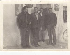 Juan Maria en la bodega con compañeros de trabajo, junto a la fábrica mobelar (cerca de la iglesia)  1969