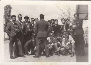 Juan Maria con compañeros de la fábrica de Mobelar (cerca de la iglesia) 1969