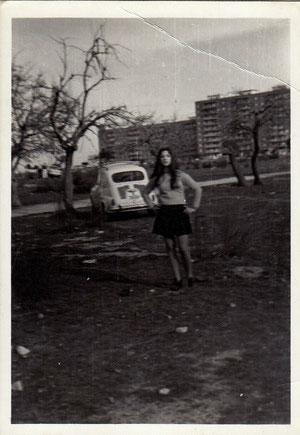 Encarna Fernandez en los pinos cerca de los castillos. 1970