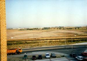 Foto tomada desde la calle los Alpes en 1988 donde se ve el descampado que ahora es el hospital