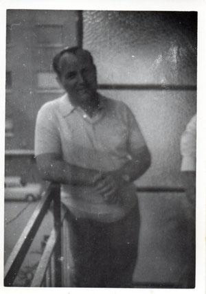 Alberto en la terraza que da a la calle San Simón 1974