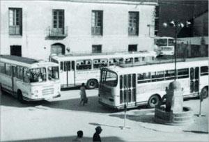 Autobuses de Blas y Cia en la plaza del ayuntamiento 1960